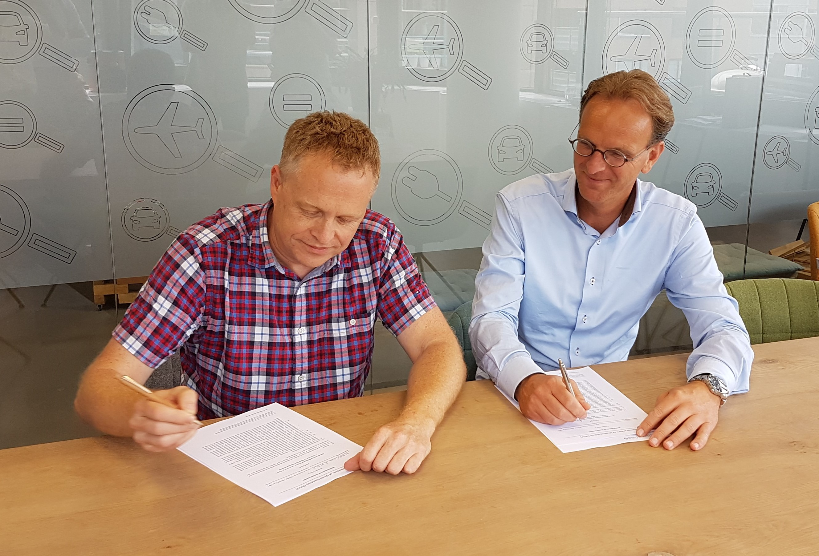 Peter Feilberg, NEPCon Executive Director and René Toet, Managing Director of Climate Neutral Group signed the partnership agreement.